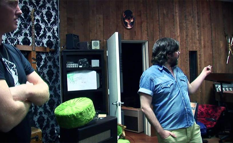 QOTSA publicam mockumentary apresentado por Matt Berry e Steve Agee