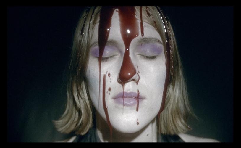"""""""Deathbed"""" é o novo single de Anna Von Hausswolff"""