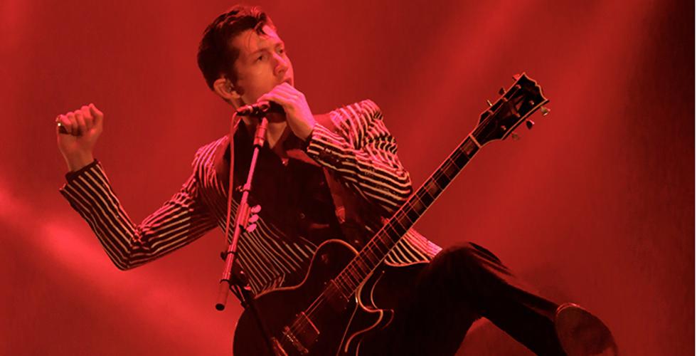 Alex Turner não quer a mãe nos concertos de Arctic Monkeys.