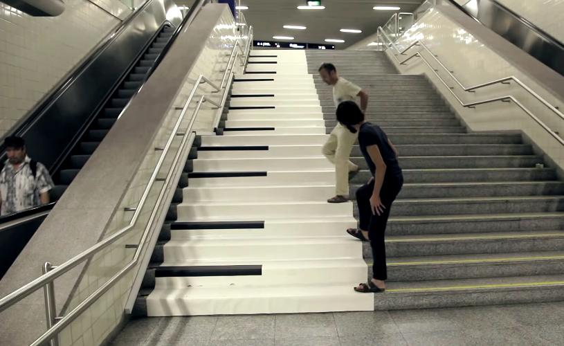 No metro de Lisboa toca-se piano com os pés