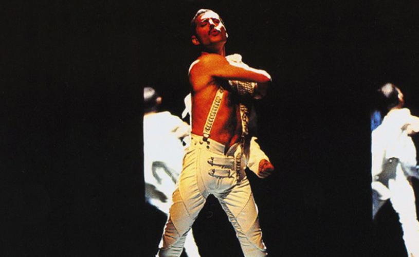 Aprumem-se, Freddie Mercuries de falsos bigodes!
