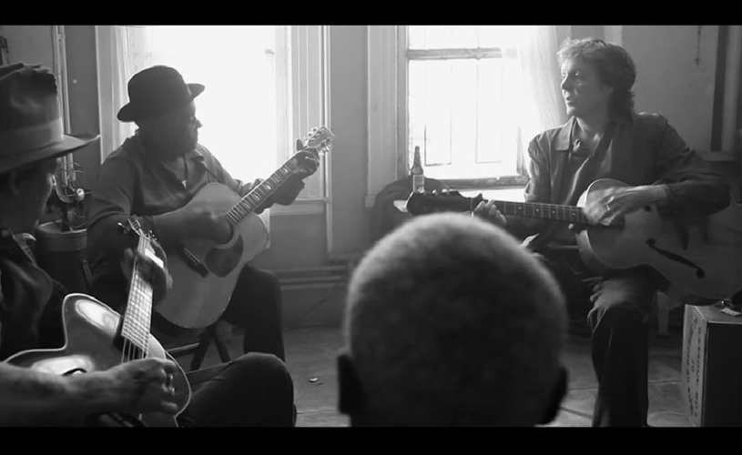 McCartney divulga vídeo de jam inédito com Johnny Depp