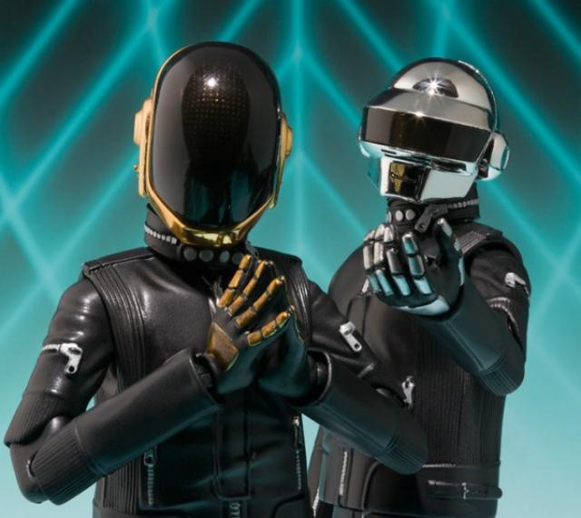 """Os Daft Punk já existem como action figures desde 2013. A Bandai homenageou """"Random Access Memories"""", depois de já ter tido uma edição do duo na sua versão Tron."""