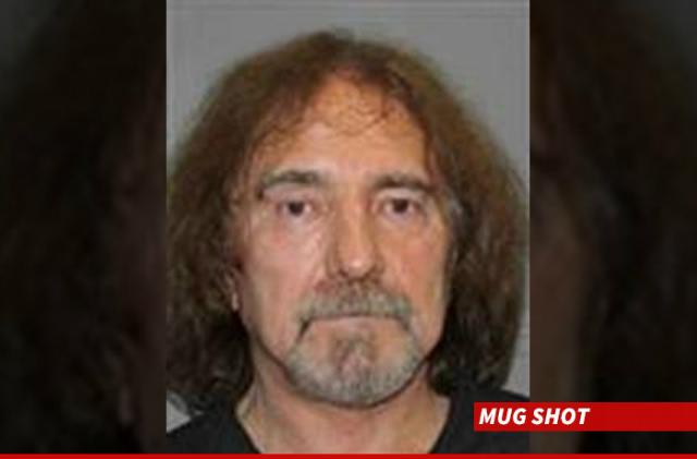 O mug shot de Geezer publicado pelo TMZ, a fonte da notícia.