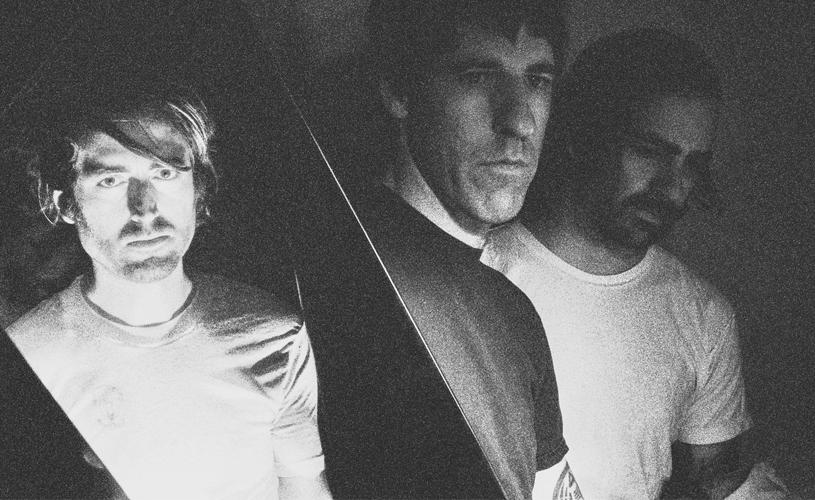 A Place To Bury Strangers: Três faixas em três minutos e meio