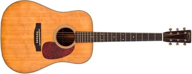 A Martin D-28, modelo de 1931. A primeira guitarra que Johnny Cash pintou de preto!
