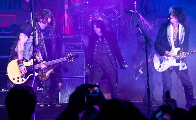 "Grammys 2016: Hollywood Vampires tocam ""Ace of Spades"""