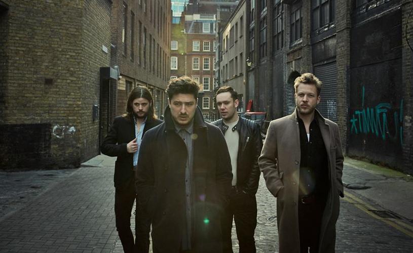 """Mumford and Sons: novo single """"Believe"""" traz influências mais eléctricas"""