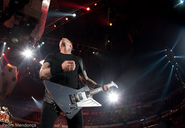 O James Hetfield é o exemplo perfeito, ele usa um 60 na posição do braço, que lhe dá clareza.