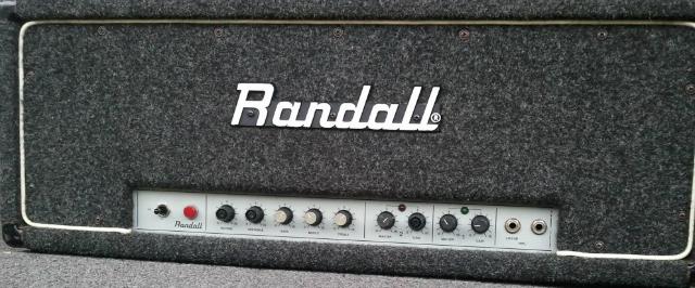 O vintage Randall RG100. A marca parou a sua produção nos anos 80.