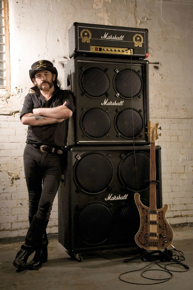 "Lemmy e as ""assinaturas"" Marshall e Rickenbacker."