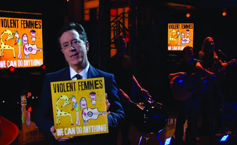 """""""Blister in the Sun"""" com Stephen Colbert e um grelhador"""