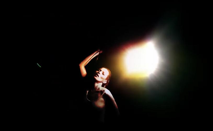 Kate Moss dança no último vídeo dos Massive Attack