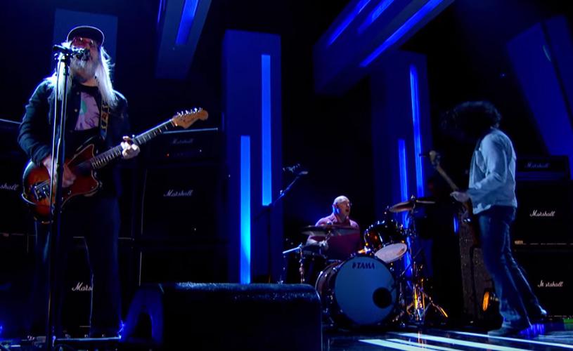 Dinosaur Jr. tocam nova música em programa de Jools Holland