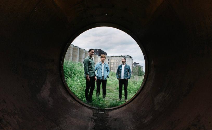 """Ouve """"Strange Peace"""", o novo álbum dos METZ"""