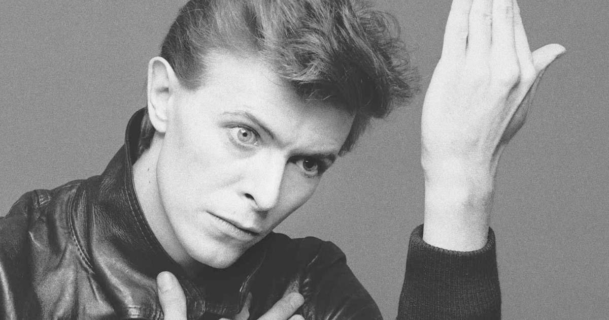 """Está disponível para audição mais uma raridade de David Bowie, o álbum """"LiveAndWell.com"""""""