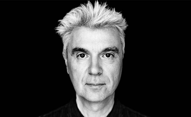 "David Byrne antecipa novo álbum com ""Everybody's Coming to My House"""