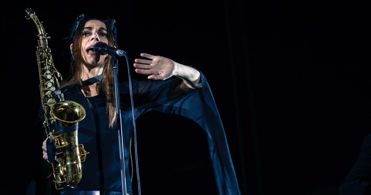 "Ouve ""The Crowded Cell"", a nova de Pj Harvey"