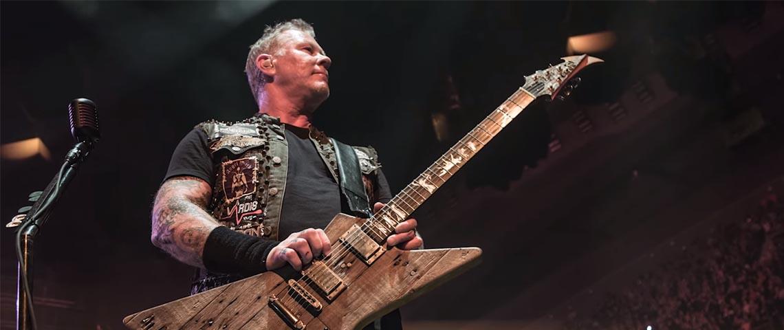 A nova guitarra de James Hetfield foi construída com madeira da antiga casa dos Metallica