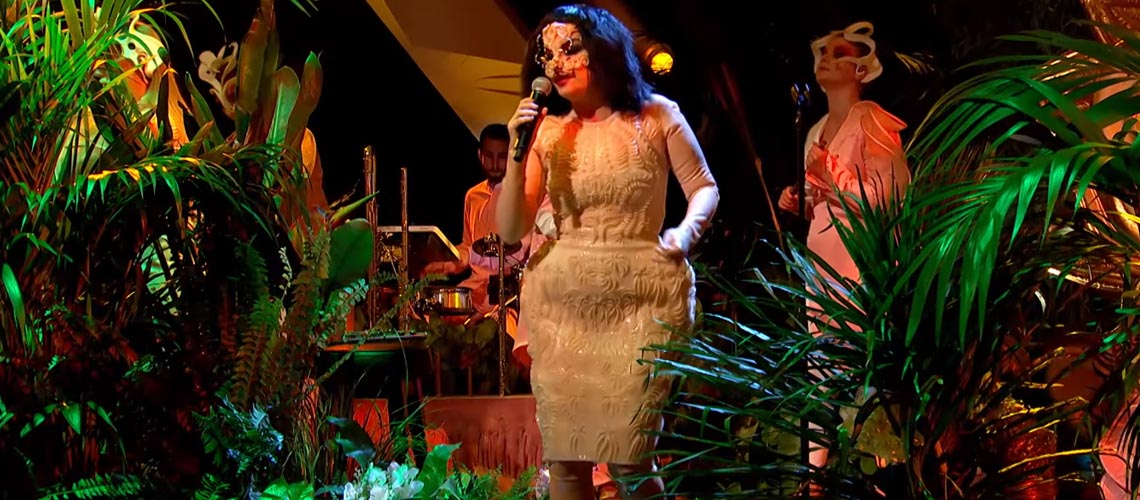 "Aparição rara da Björk na TV acontece no ""Later… with Jools Holland"""