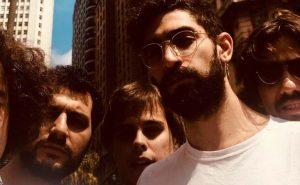 """Capitão Fausto anunciam novo álbum com """"Faço as Vontades"""""""