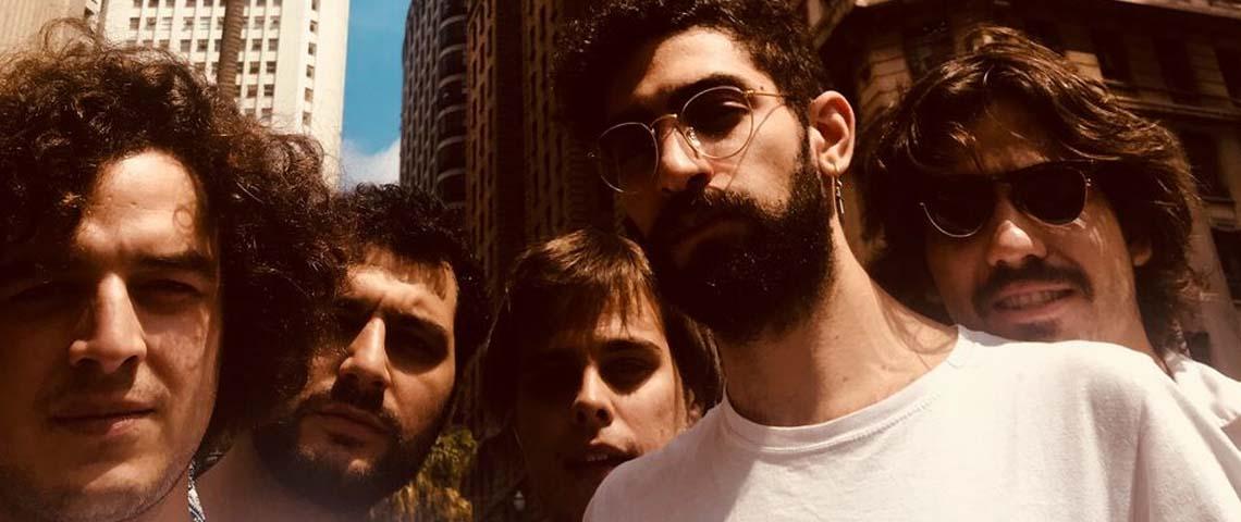 """""""Sempre Bem"""" é o novo single de Capitão Fausto"""