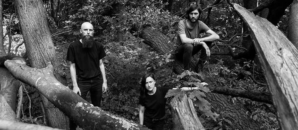 "Esben and the Witch premeditam novo álbum com ""Dull Gret"""