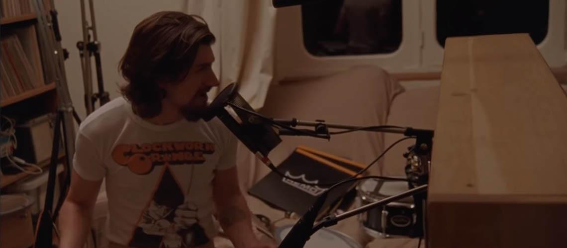 """Arctic Monkeys: vê o documentário sobre """"Tranquility Base Hotel & Casino"""""""