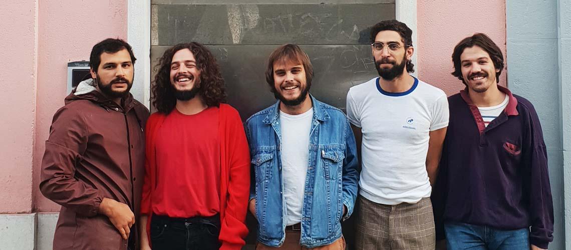 """""""A Invenção Do Dia Claro"""" é o novo álbum de Capitão Fausto"""