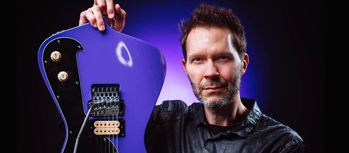 Paul Gilbert Inseparável do Yamaha THR5