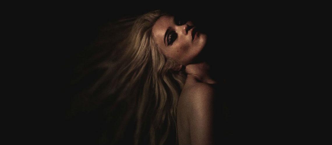 """""""Downhill Lullaby"""" é o novo single de Sky Ferreira"""