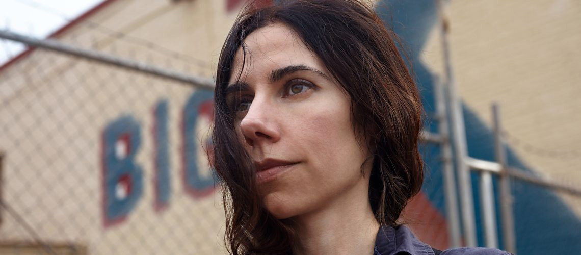 """Descending"" e ""The Moth"", as novas músicas de PJ Harvey"