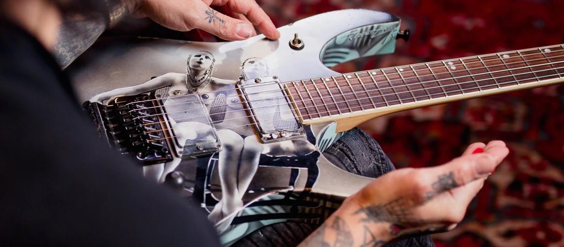 Dave Navarro Reencontra Guitarra Trocada por Droga