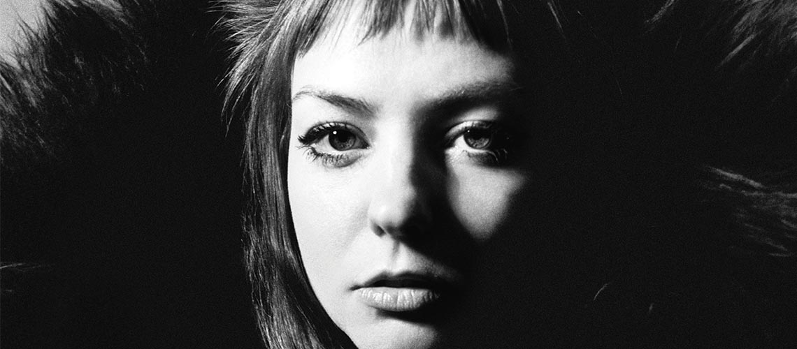 "Angel Olsen Anuncia Caixa ""Song Of The Lark and Other Far Memories"""