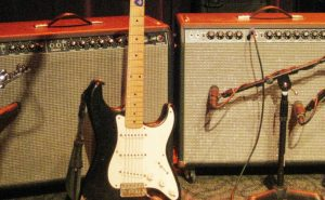 Oz_Noy's_Fender_Strat_&_Fender_Twin_Reverbs_(probably_rented),_Jazz_Alley,_2011-02-01 (1)