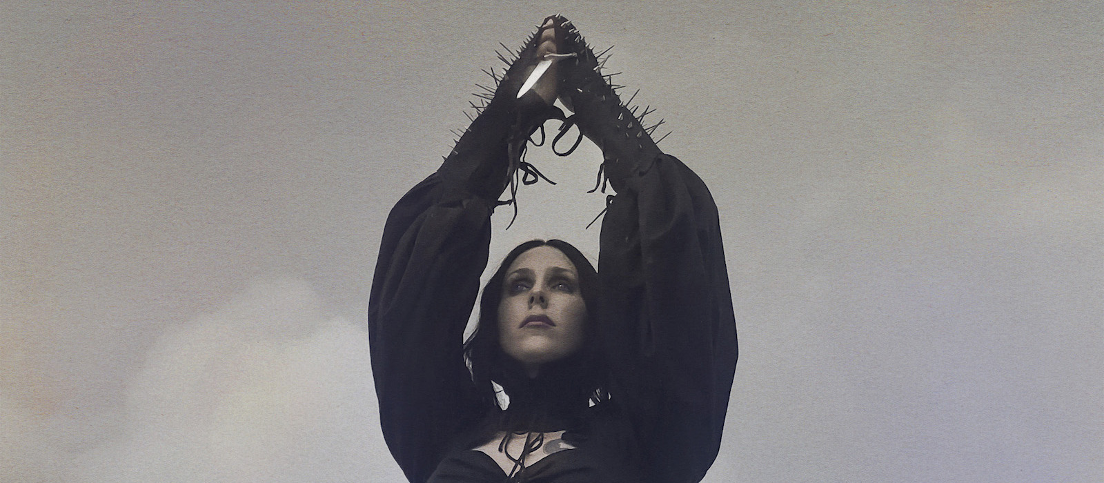 "Chelsea Wolfe: Ouve ""Birth Of Violence""!"