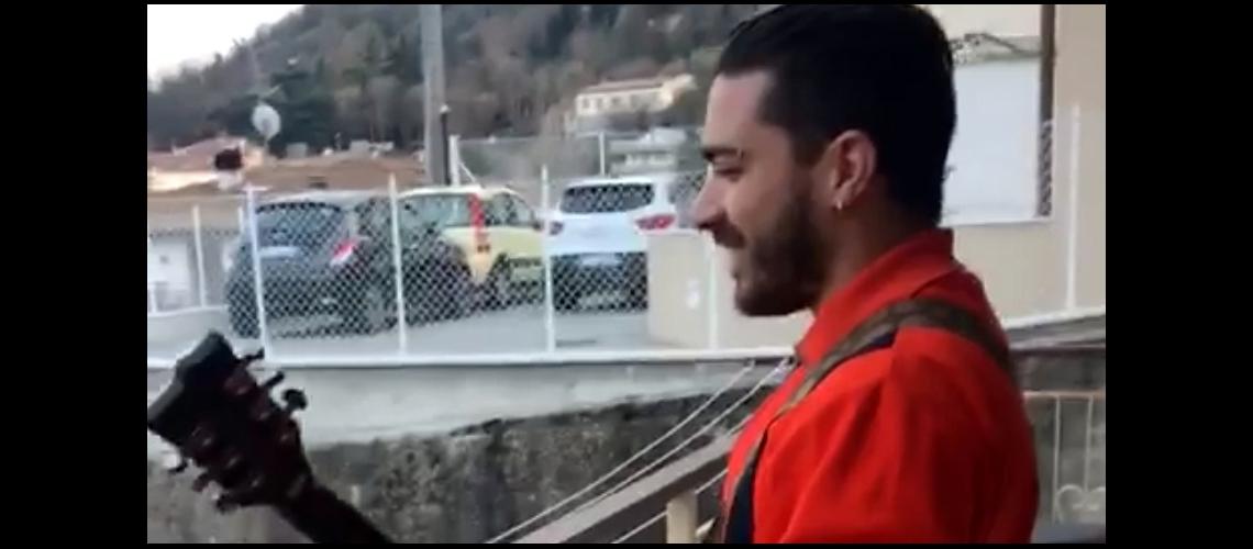 Quarentena Corona: Italiano mima vizinha com a doçura dos Slayer