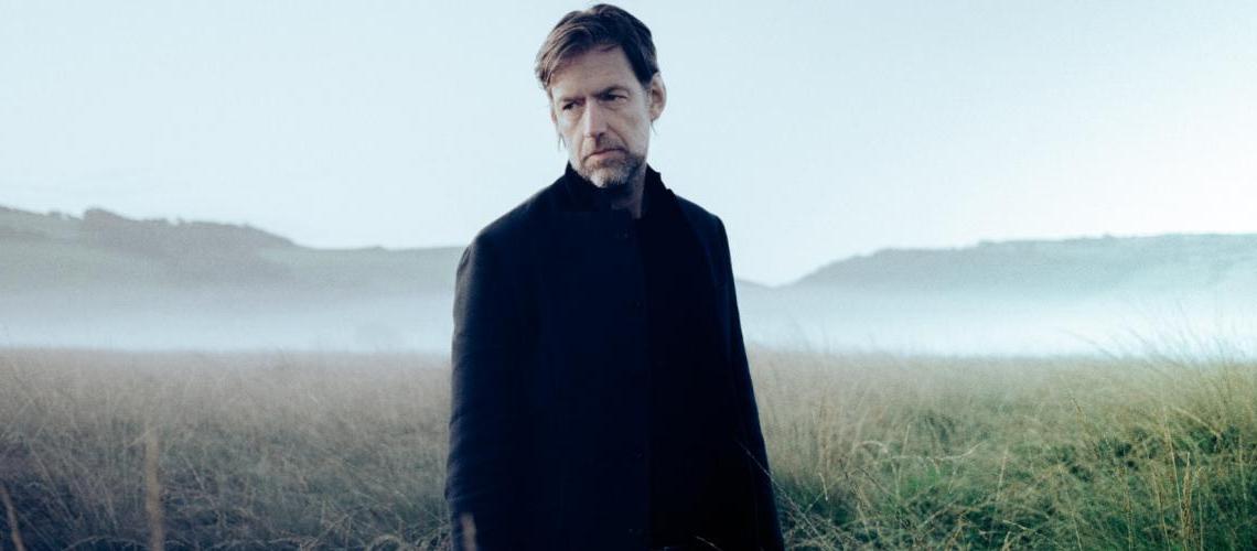"""Ouve """"Earth"""", o álbum a solo de Ed O'Brien dos Radiohead"""