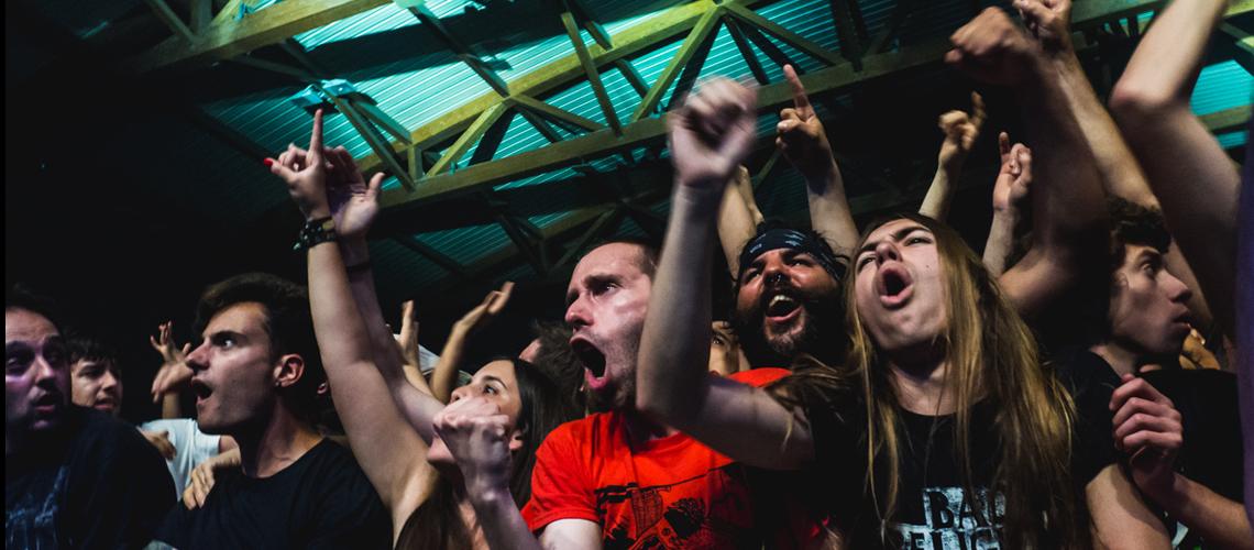 """Comunicado: Hell Xis """"Forçada"""" a Adiar Bad Religion, Mercyful Fate e Outros."""