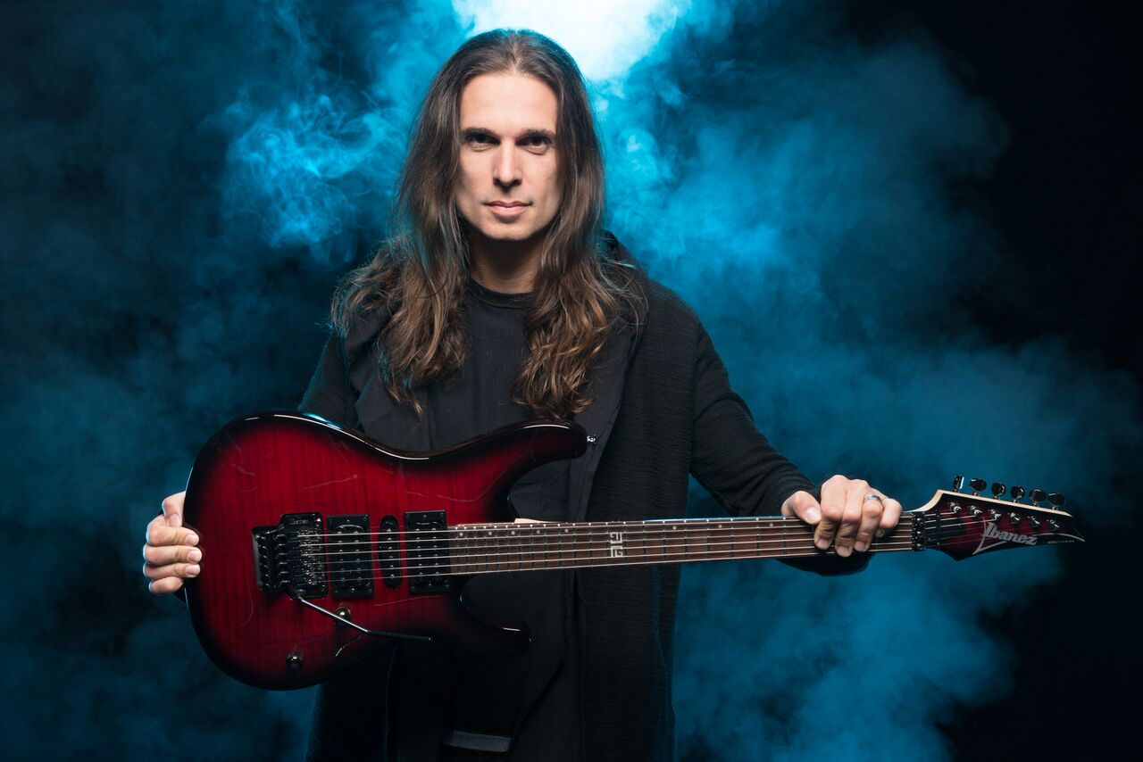 "Kiko Loureiro, Single ""EDM (e-Dependent Mind)"" Introduz Novo Álbum Solo"
