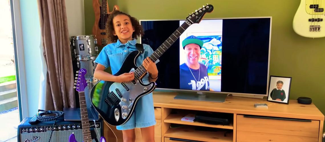 Tom Morello Oferece Guitarra à Menina Prodígio do Vídeo de Guerrilla Radio