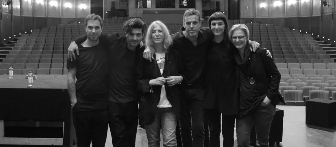 "Patti Smith e Soundwalk Collective fecham trilogia e partilham ""Peradam"""