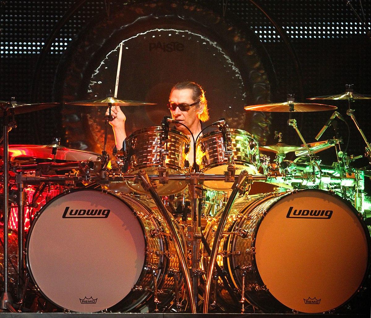 Como recriar o mítico (e grande) som de tarola de Alex Van Halen