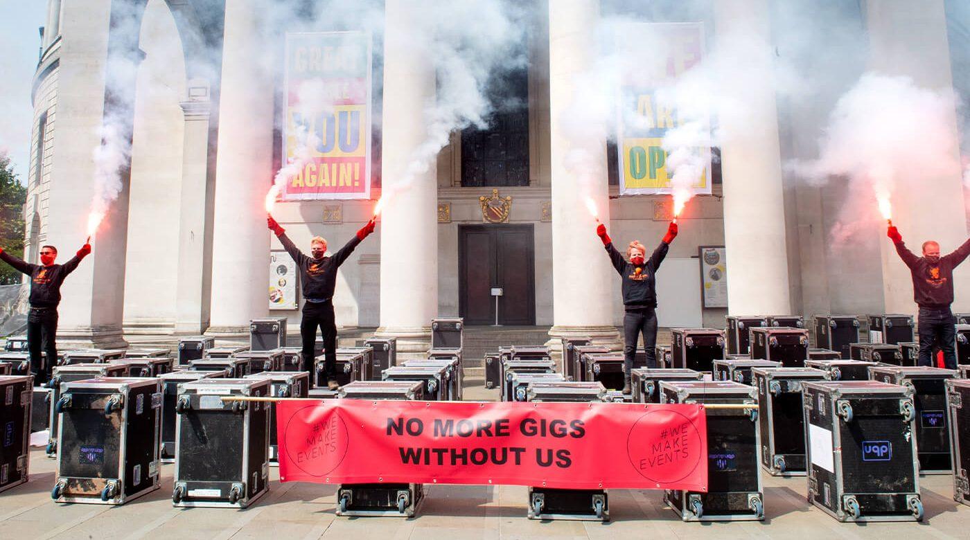 Trabalhadores da música marcham em Manchester