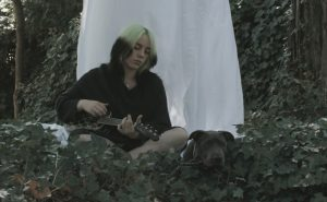 Billie Eilish with dog Shark, Fender Signature Ukulele , Photo Credit-Matty Vogel, 3 (1)
