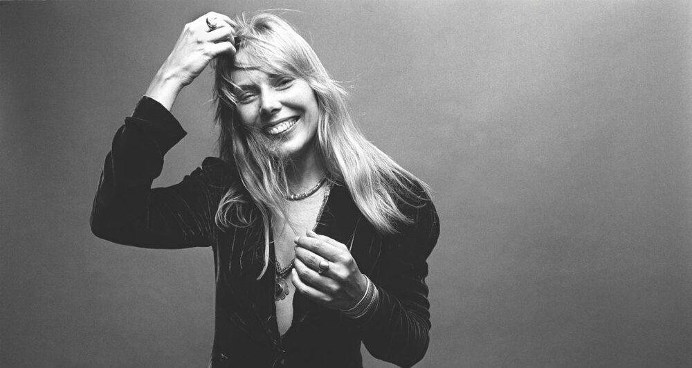 Arquivos de Joni Mitchell rendem caixa com 29 canções originais inéditas