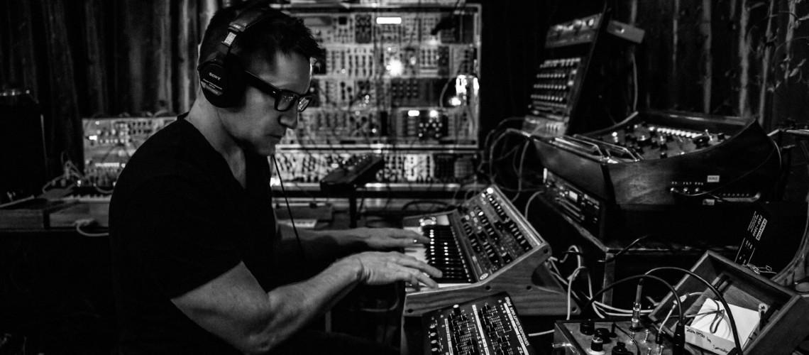 As Paixões de Trent Reznor: Wurlitzer, Moogs & Pianos Desafinados