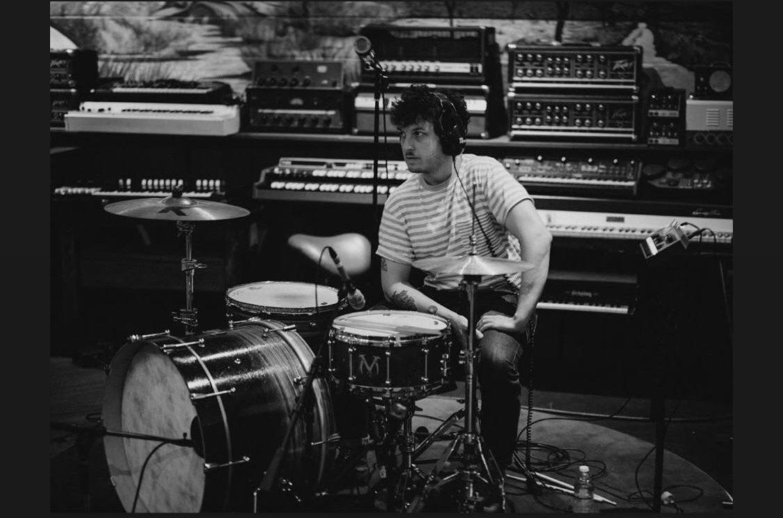 Matt Helders (Arctic Monkeys) Fotografado Em Estúdio De Gravação