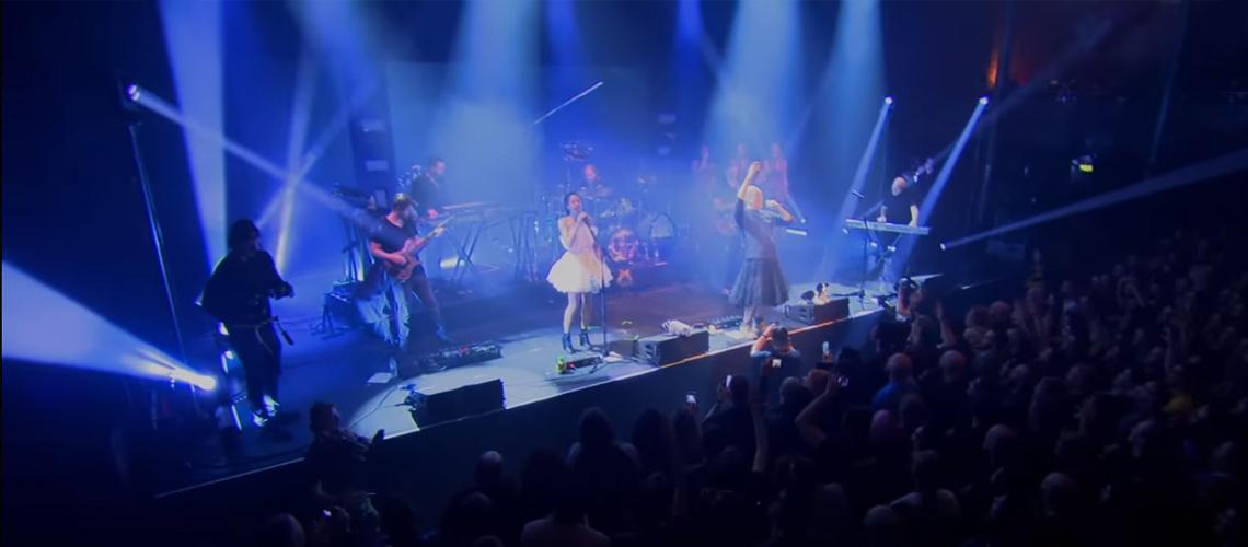 "Versão ao vivo do tema ""Why?"" de Devin Townsend"