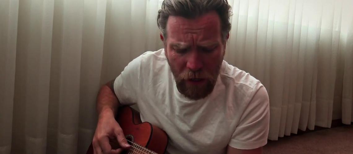 Ewan McGregor Surpreende em Cover dos Muse